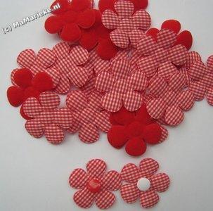 Rode bloem applicatie met ruitjes